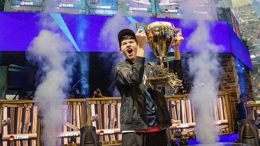Garoto de 16 anos vence Copa do Mundo de Fortnite e leva US$ 3 milhões para casa