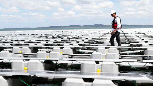 Governo federal inaugura usina solar flutuante em reservatório na Bahia