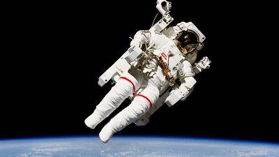 Há 35 anos, este astronauta foi o primeiro humano a vagar solto pelo espaço