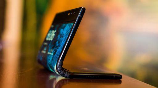 Smartphone dobrável FlexPai, da Royole, passa por teste extremo de qualidade