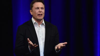 """Elon Musk avisa funcionários que vai fazer cortes """"hardcore"""" na Tesla"""