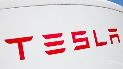 Vendas de carros da Tesla têm queda pela primeira vez em dois anos