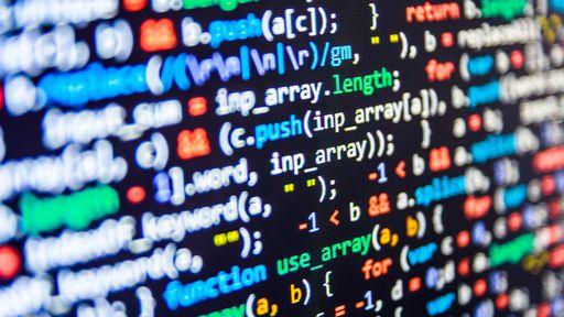 Linguagem de programação C tem queda histórica em utilização