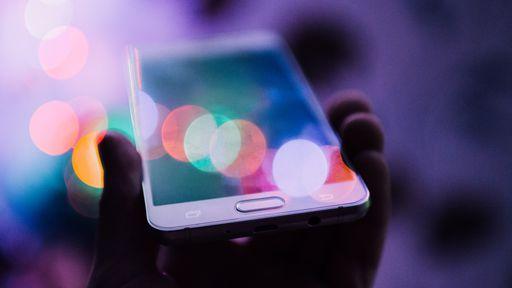 Entenda por que reiniciar o celular de vez em quando faz bem