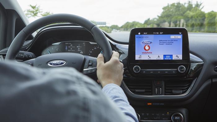 Ford   Montadora testa tecnologia que ajuda a localizar vagas de estacionamento