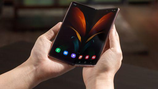 Samsung empresta Galaxy Z Fold 2 a consumidor interessado em comprar um dobrável