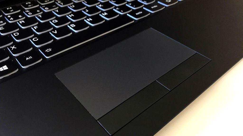 Touchpad pequenino é motivo de sofrimento nesse notebook gamer