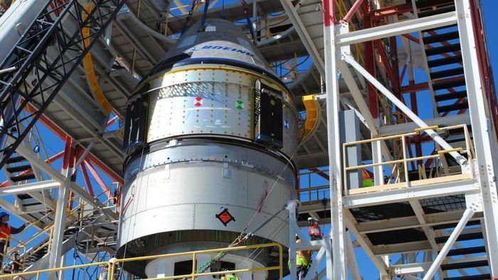 Nave da Boeing que levará astronautas dos EUA à ISS passa por teste de segurança