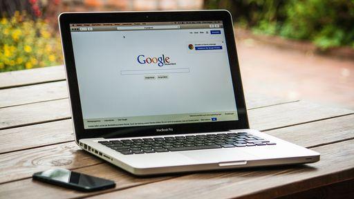 """A palavra """"lésbica"""", quando buscada no Google, não vai mais trazer pornografia"""