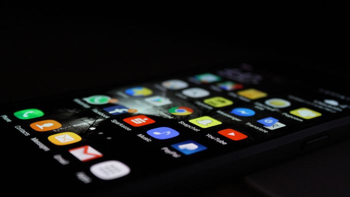Samsung pode lançar celular com câmera sob uma tela rolável