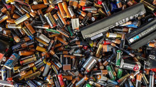 Iniciativa brasileira aposta em método inovador para reciclar baterias