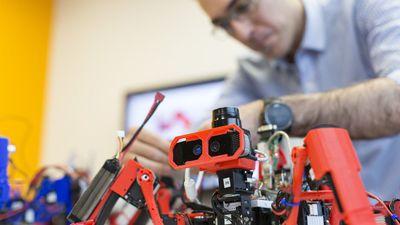 Robôs da Siemens trabalham em equipe para imprimir objetos 3D