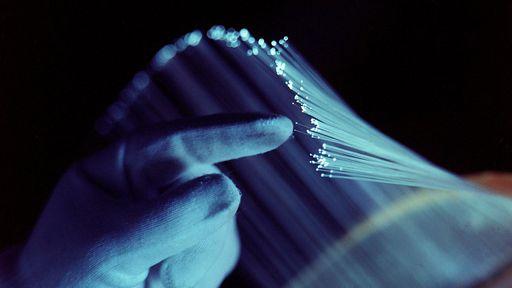 Cientistas conseguem transferir dados em fibra óptica a 319 terabits por segundo