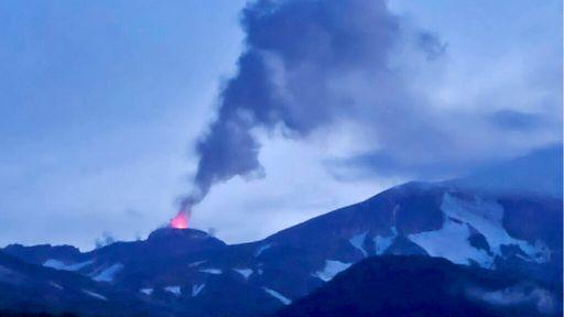 Três vulcões entram em erupção ao mesmo tempo no Alasca