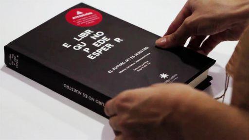 Um livro que possui validade de 60 dias. Após este período, a tinta some!