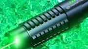 Conheça o laser portátil que é praticamente um sabre de luz da vida real