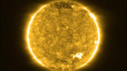 """Sonda fotografa a superfície do Sol e revela suas """"fogueiras""""; veja imagens!"""