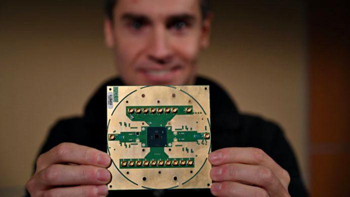 Intel anuncia chip de gerenciamento para eliminar fios em computadores quânticos
