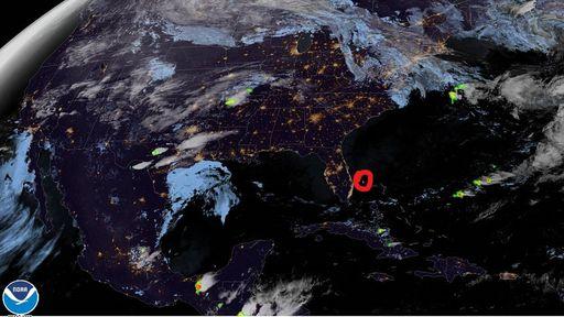 """Veja vídeos de um meteoro """"explodindo"""" no céu da Flórida"""
