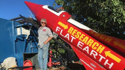Lançamento de foguete para descobrir se Terra é plana é impedido pelos EUA