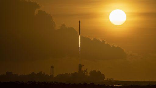SpaceX lança mais 60 satélites Starlink e comemora 100 lançamentos de sucesso